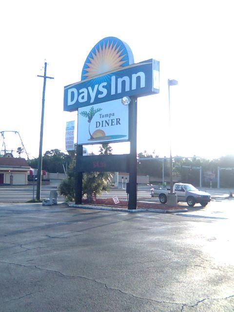 diner-outside2